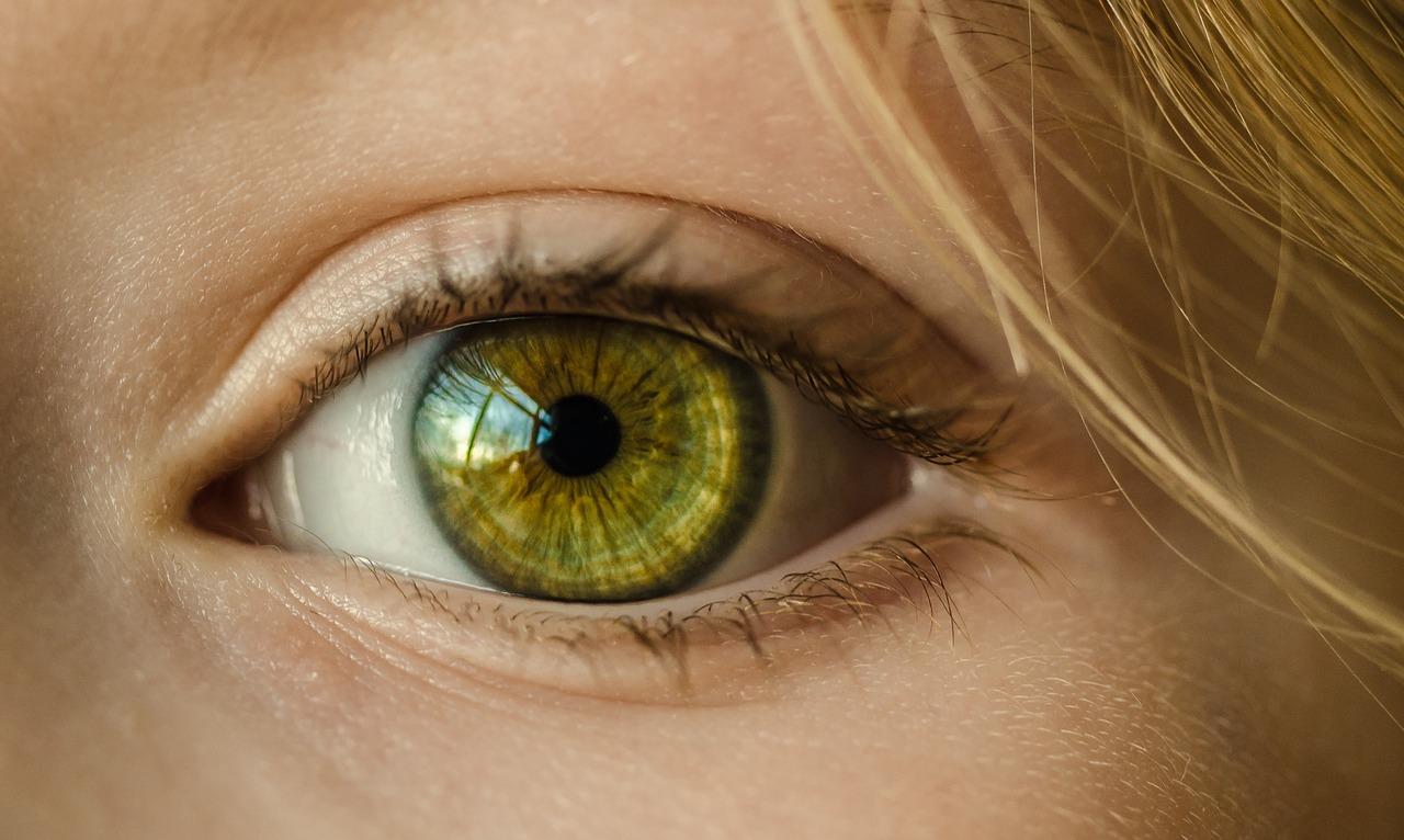 eyelid-trauma-daniel-ezra